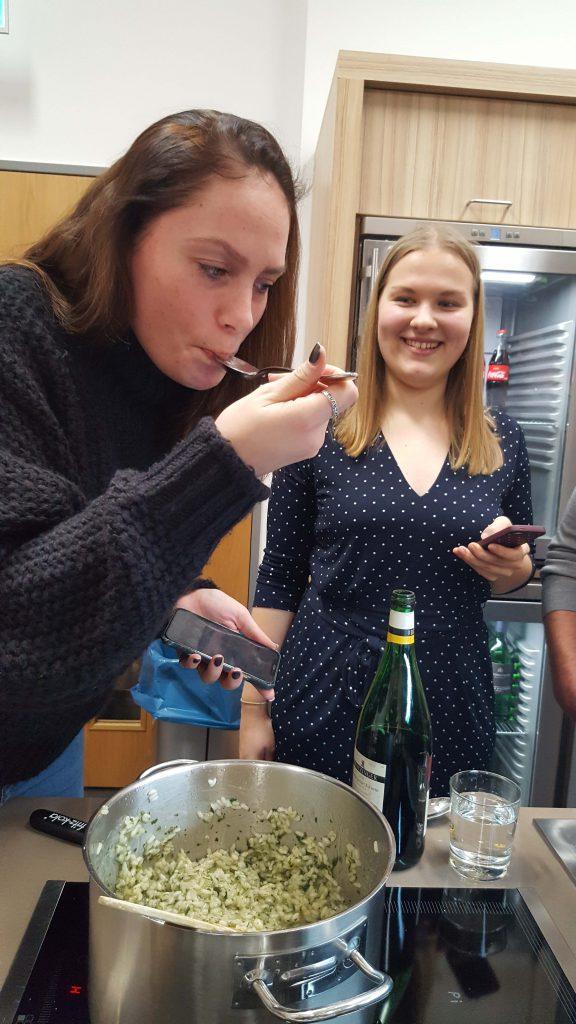 Jenifer von Foodie-Bremerhaven und Mareike von Girl on Travel
