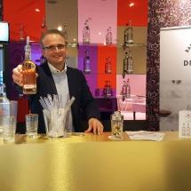 Gegen trockene Kehlen nach informativen Gesprächen schenkte die Bad Meininger Quelle Softgetränke auf Wunsch mit den neuen Leonardo Glastrinkhalmen aus.
