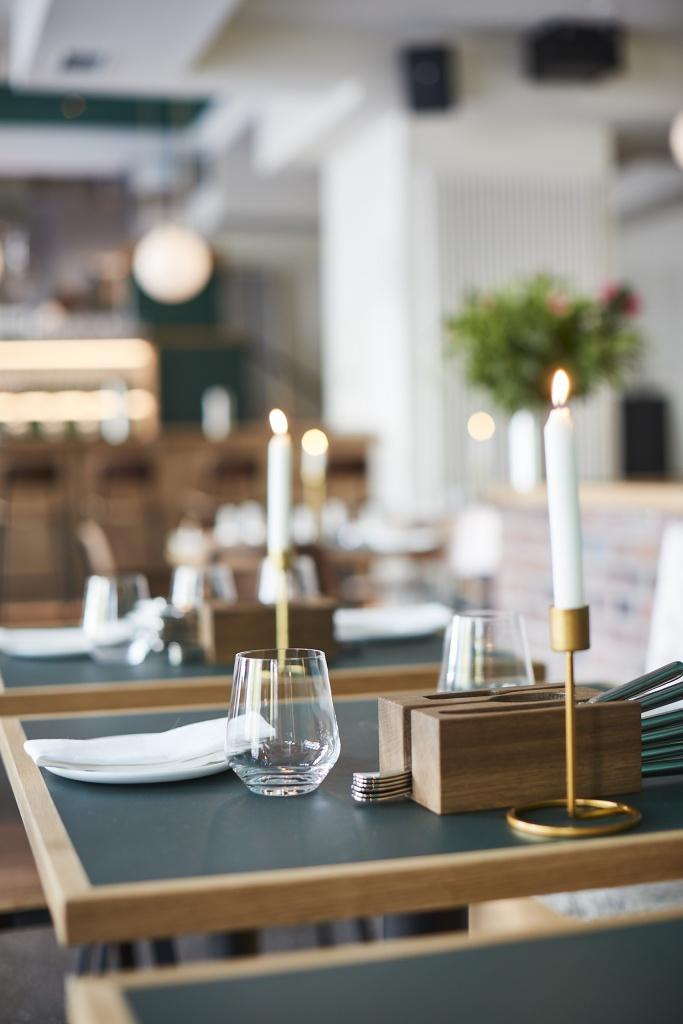 gedeckter-Tisch-im-Restaurant-Klinker-c-Volker-Renner
